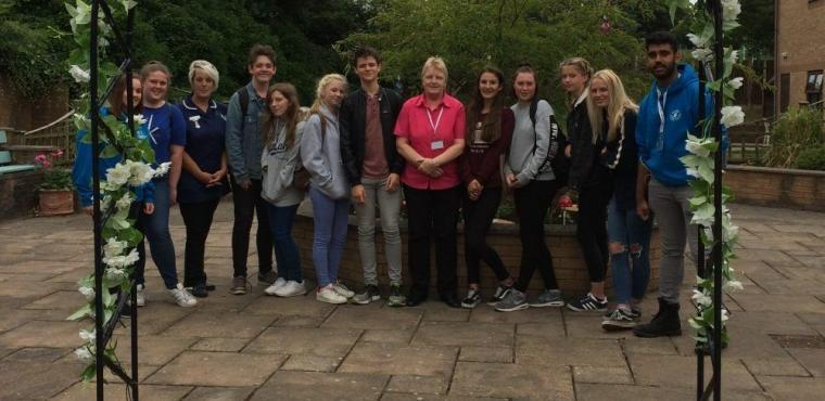 Giants' volunteers revamp care home garden
