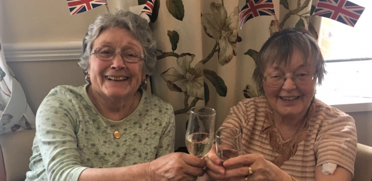 Elderly break out the bubbly after birth of royal baby