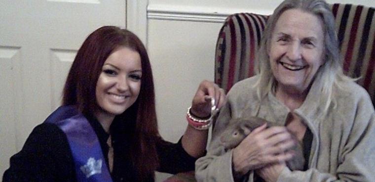 Miss Teen Nottingham visits Sandiacre care home