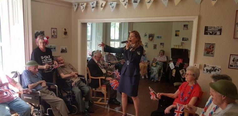 Entertainer gets care home residents singing and dancing