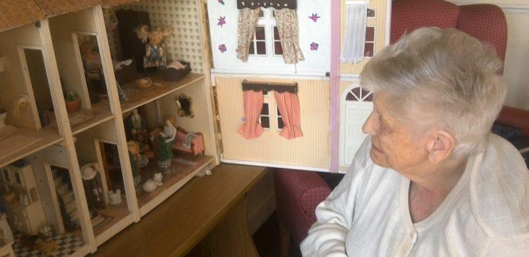 Dolls house brings back childhood memories for nonagenarian